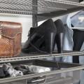 Выдвижная меш-корзина 450мм, графит - Применение в прихожей