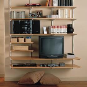 Система хранения в маленькой гостиной